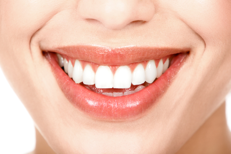 Здоровье полости рта с красивой улыбкой