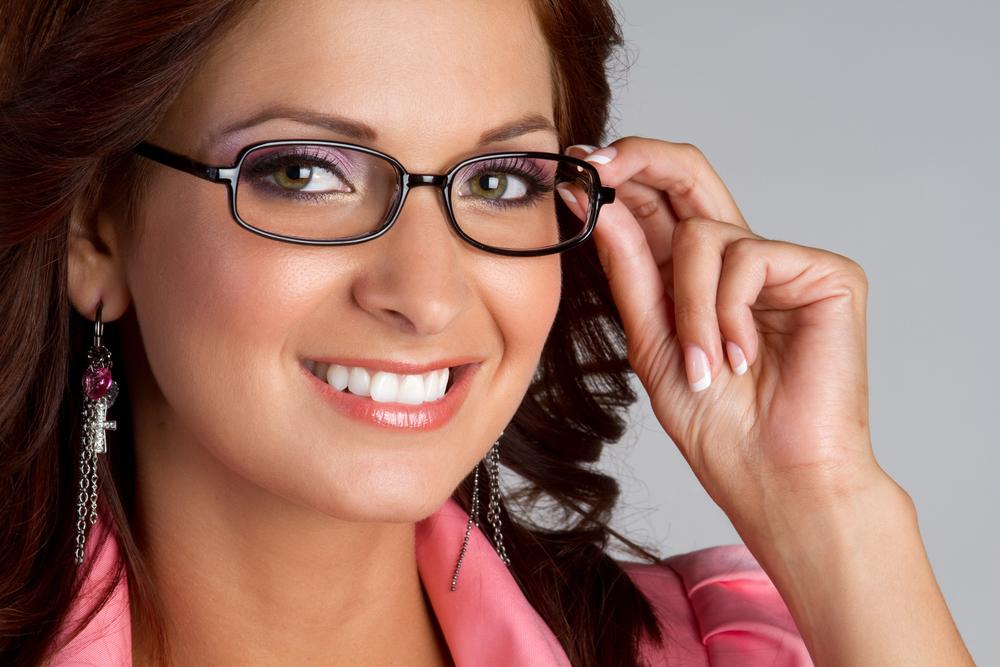 Женщины носят очки с диоптриями секс в очках откровения