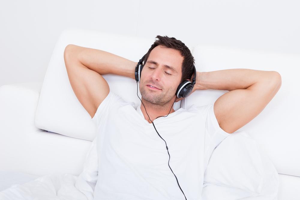 картинка слушаю музыку и представляю себя лежит мужик с румянцем начала поговорим